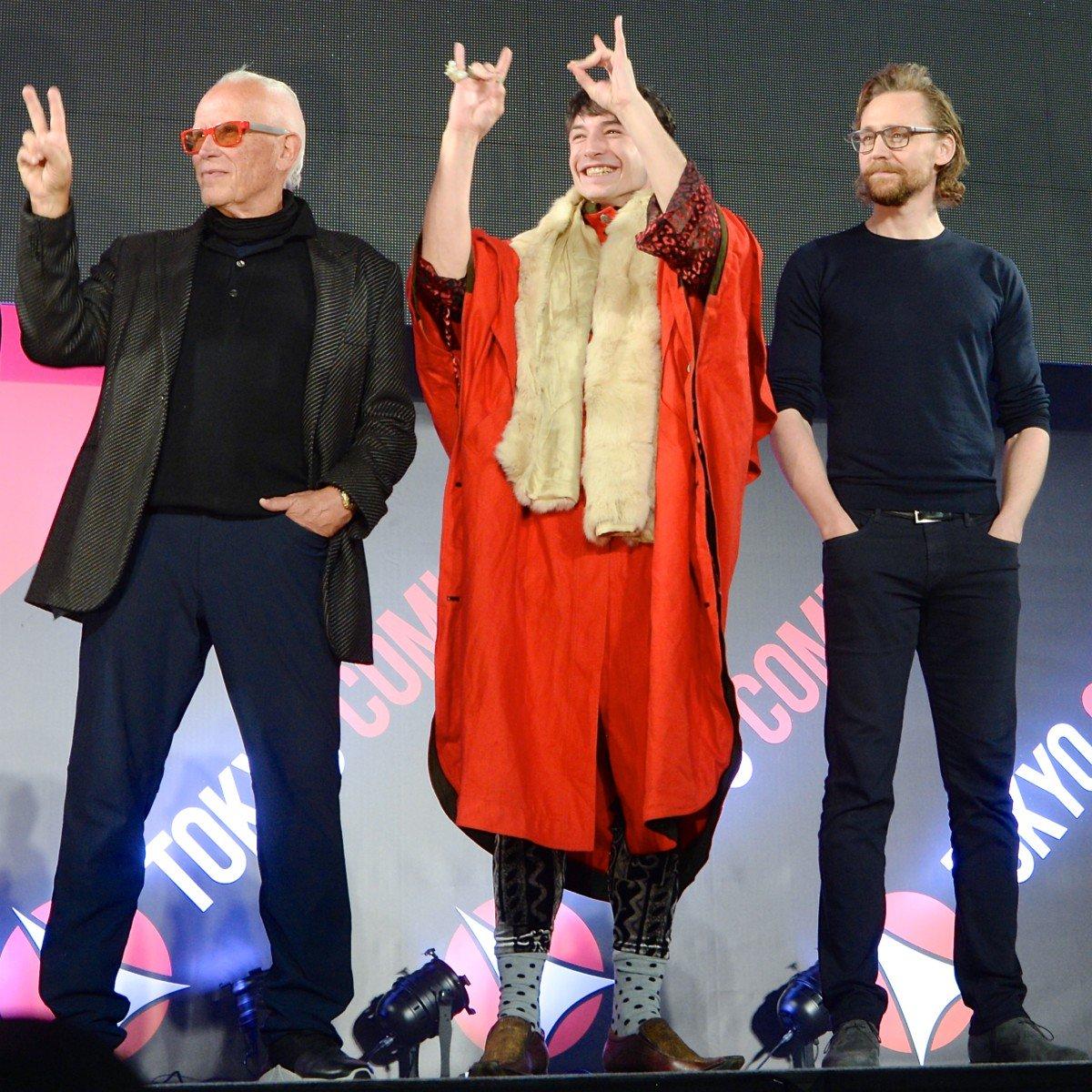 難得來到日本,向活動現場粉絲致意的彼得威勒、伊薩米勒、以及湯姆希德斯頓。