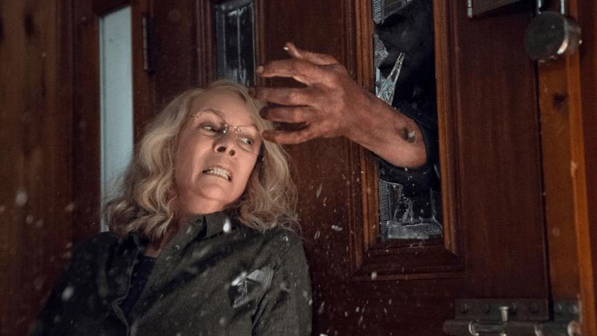 最新《 月光光心慌慌 》中,老奶奶要抄傢伙回戰場了。