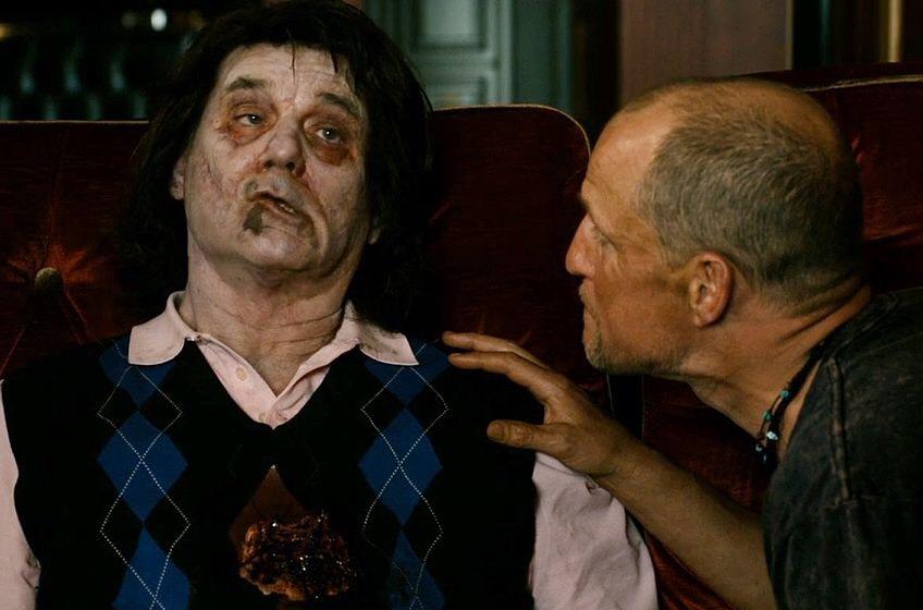 在《 屍樂園 》中飾演殭屍版的自己的 比爾莫瑞 劇照 。