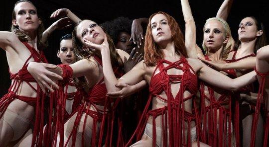 達珂塔強生主演,卡格達戈尼諾導演執導的恐怖片《窒息》。