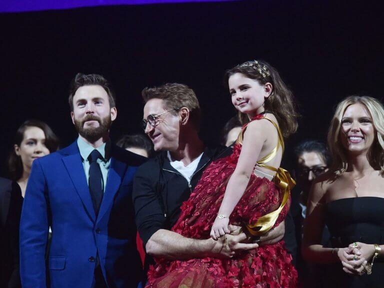《復仇者聯盟4:終局之戰》(Avengers: Endgame) 首映會,小勞勃道尼(Robert Downey Jr.)與飾演他女兒的 Alexandra Rabe 。