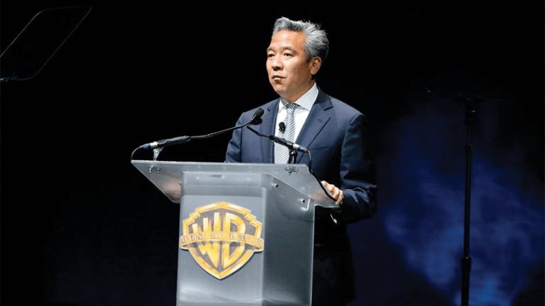 擔任華納影業主席暨 CEO 的辻原凱文,也是好萊塢第一位日裔美國人站上這個位置。