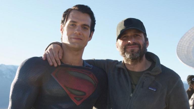 拍攝《正義聯盟》時,「超人」亨利卡維爾與導演查克史奈德合影。