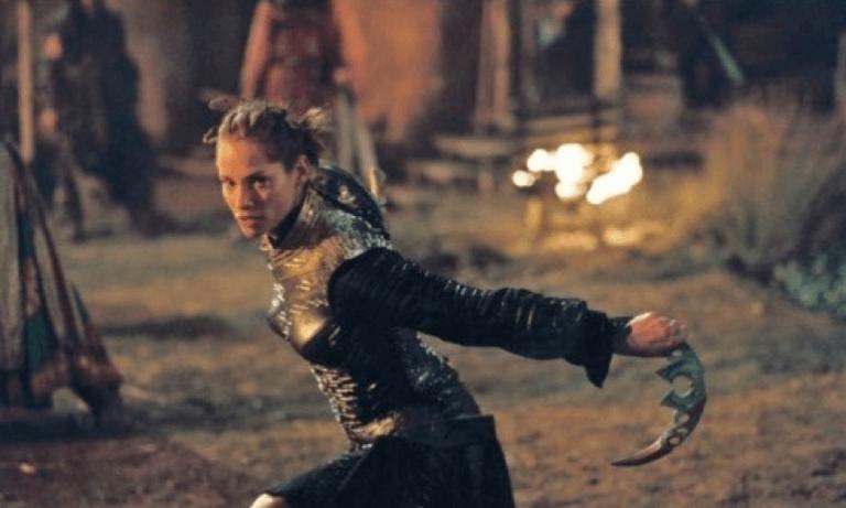 艾蜜莉布朗曾有機會演出《龍騎士》,但最後這個角色由席安娜吉兒利接下。