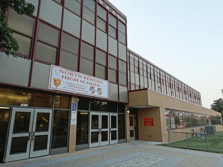 美國新澤西州的北伯根高中,師生全力打造的年度成發舞台劇總能驚豔四方,今年推出的《異形》更是讓好萊塢都震驚不已。