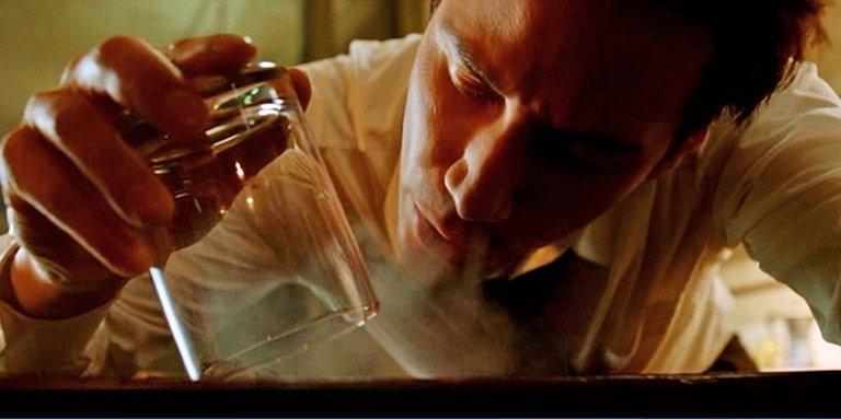 2005 年基努李維主演的漫改電影《驅魔神探:康斯坦汀》電影劇照。