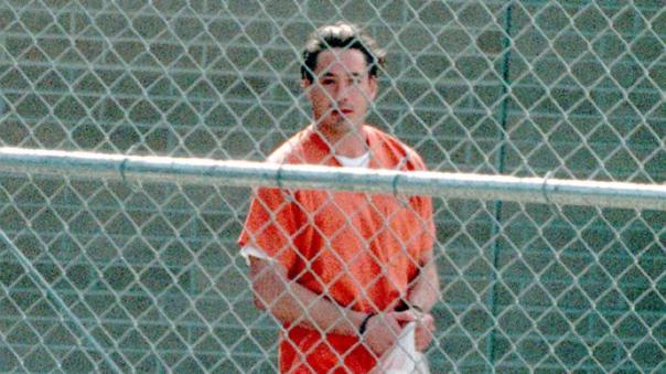 小勞勃道尼 (Robert Downey Jr.) 因吸毒而入獄。