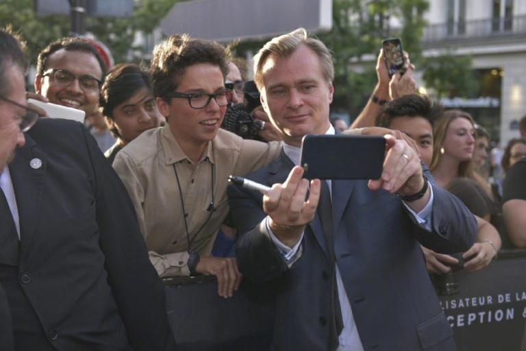 導演諾蘭與粉絲合照。