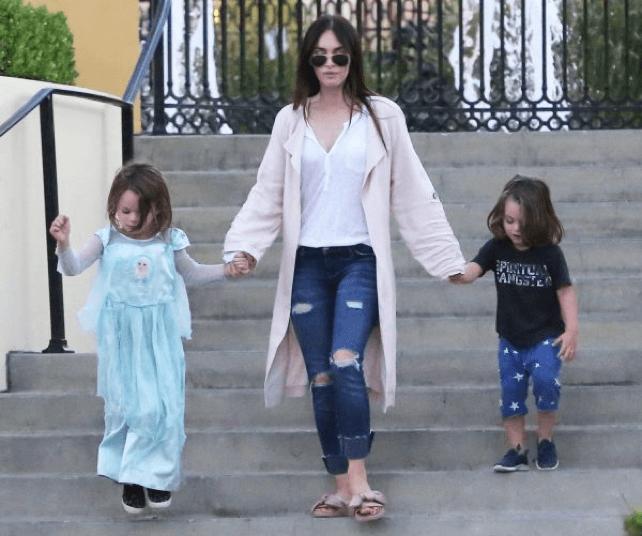 梅根福克斯與她的兩個小孩。