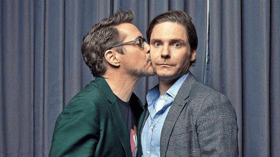 小勞勃道尼(Robert Downey Jr.) 與丹尼爾布爾 (Daniel Brühl) 。