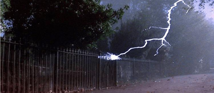 《天魔》的演員、編劇與監製分別在搭飛機時遭遇雷擊。