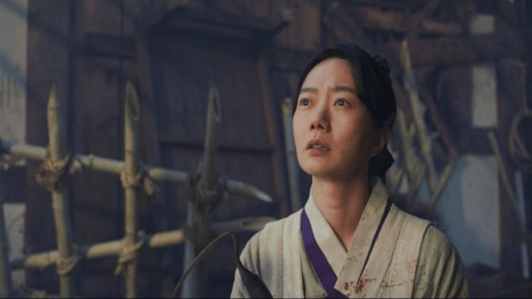 裴斗娜在《李屍朝鮮》中飾演醫女徐菲。