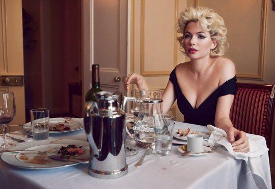 蜜雪兒威廉絲 (Michelle Williams) 在《夢露與我的浪漫週記》(My Week with Marilyn) 裡飾演瑪麗蓮夢露 (Marilyn Monroe)