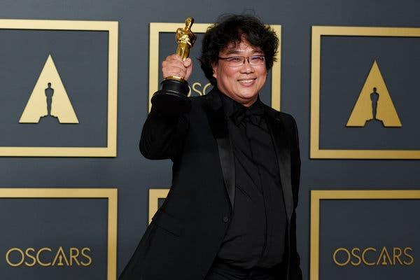榮獲奧斯卡四項大獎的最佳導演奉俊昊。