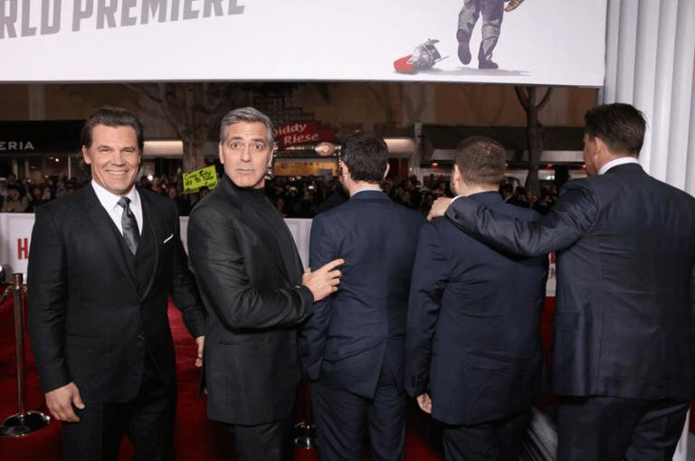 《凱薩萬歲!》首映會上,喬治克隆尼又出招了。