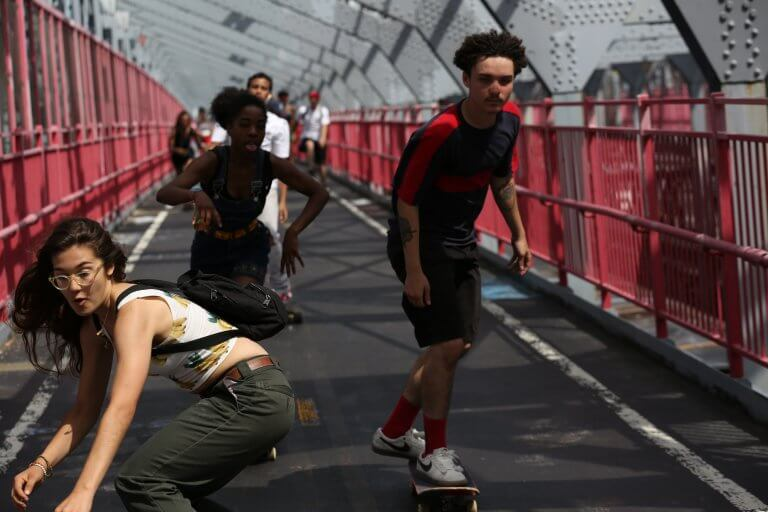 《#滑板少女》是首部台灣上映的滑板電影