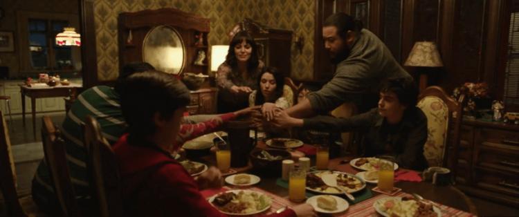 《沙贊!》電影中,男主角比利貝特森與其他被領養的孩子一同住在寄養家庭中生活。