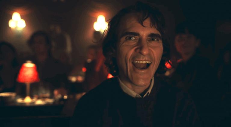 瓦昆菲尼克斯 (Joaquin Phoenix) 飾演的《小丑》(Joker) 。