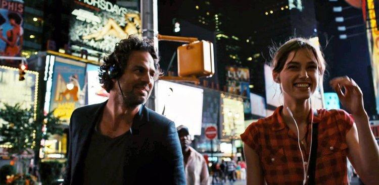 《曼哈頓戀習曲》馬克盧法洛、綺拉奈特莉。
