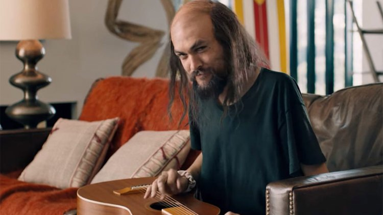 禿頭、瘦弱的水行俠你看過嗎?傑森摩莫亞於超級盃廣告中搞笑解放私下真面目首圖