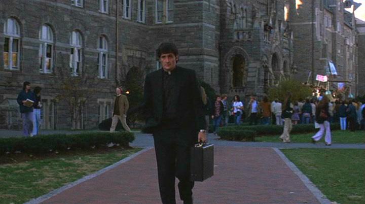 《 大法師 》故事中出現的 喬治城大學 和 耶穌會神父 。