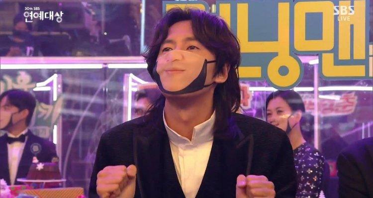 SBS電視台為每一位嘉賓客製化「微笑口罩」笑翻眾人