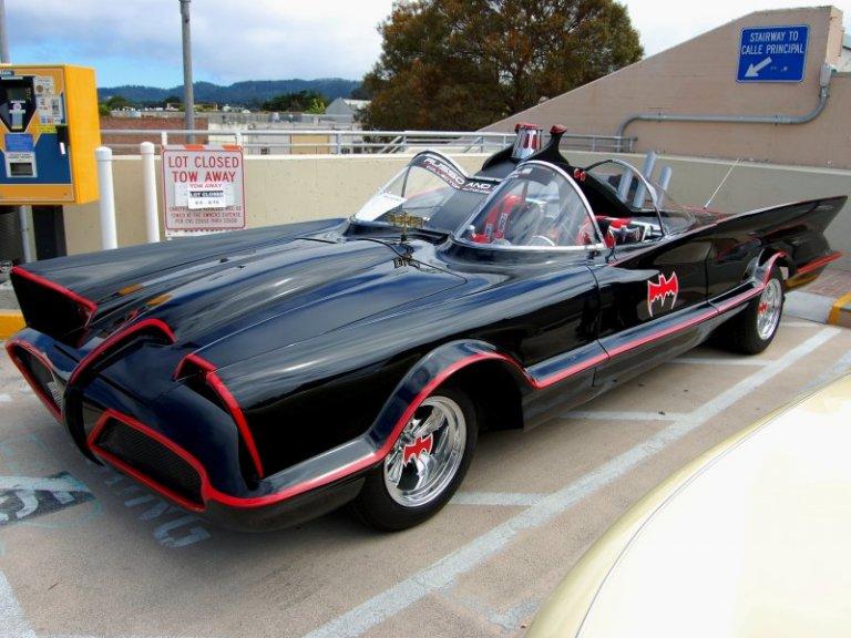 60 年代經典復古蝙蝠車出現在瓦昆版《小丑》個人電影的片場。