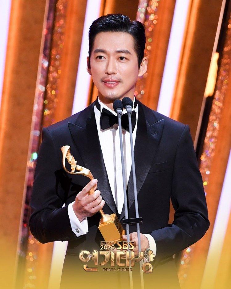 南宮珉榮獲2020年SBS演技大賞的「年度大賞」