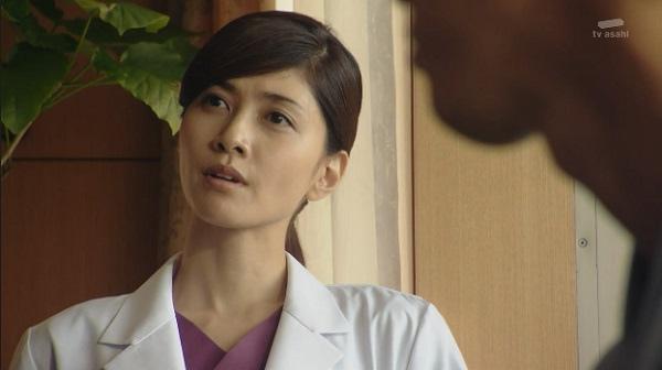 在日劇《派遣女醫 X》中飾演麻醉科醫生的內田有紀。