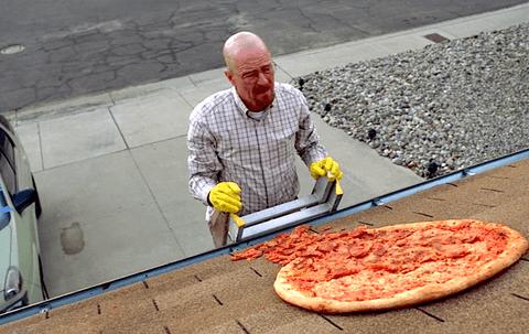 文斯吉利根呼籲影集《絕命毒師》的粉絲們不要再將披薩扔到房屋的屋頂上。