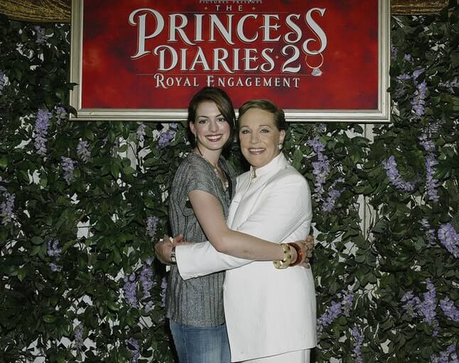 近日訪談中,安海瑟薇提到《麻雀變公主 3》自己和茱莉安德魯即將回歸,並憶起許多昔日往事。