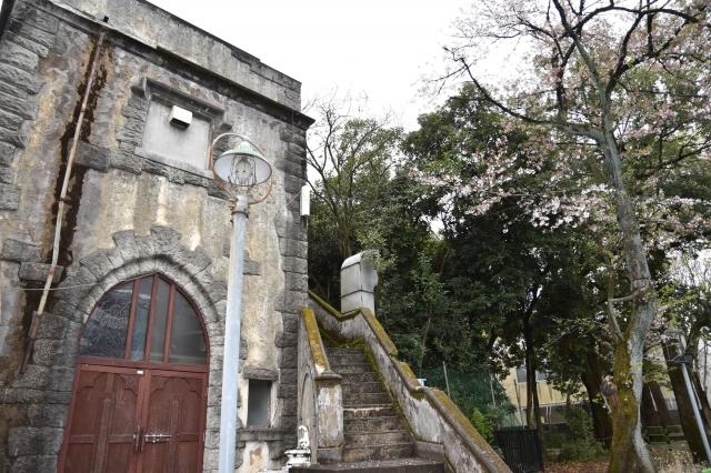 豐島園的西洋鬼屋已關閉,早先傳出的都市傳說被集結改編為恐怖片《猛鬼樂園》。