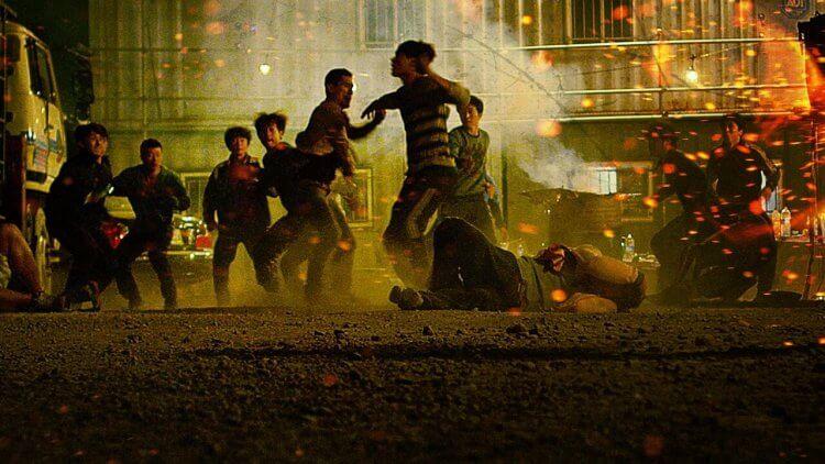 《殘酷街頭:暴力實錄》重要的新聞畫面非得裸體加屍體?最震撼的韓國動作電影 6/12 上映首圖