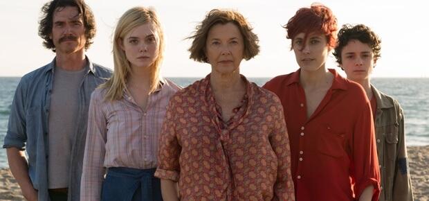 麥克米爾斯《二十世紀的她們》入圍奧斯卡最佳劇本獎。