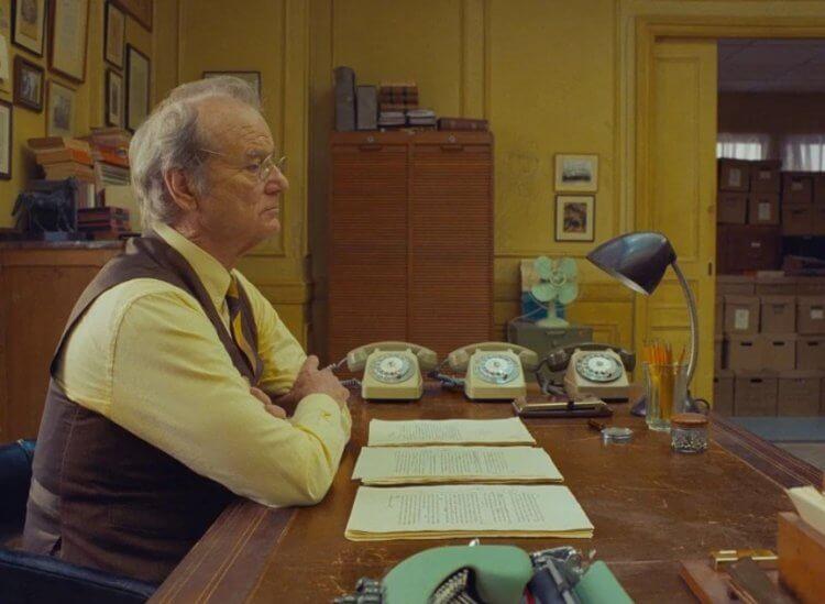 《法蘭西快報》(暫譯,The French Dispatch) 中的比爾莫瑞 (Bill Murray) 。