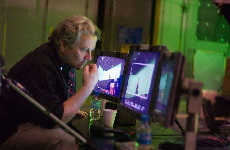 米勒執導《快樂腳》。