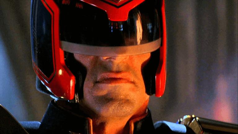 1995 年,由席維斯史特龍主演的《超時空戰警》。