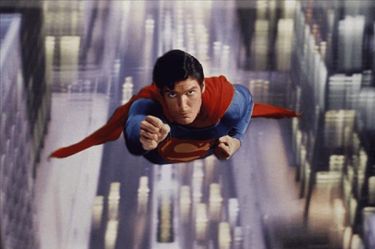 1978 年推出的首部漫改超級英雄電影《超人》。