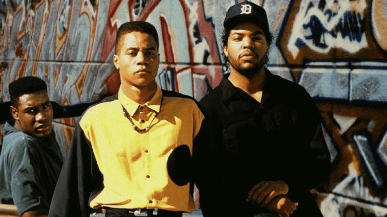 經典的黑人電影《鄰家少年殺人事件》(Boyz N the Hood) 的海報上,其中一位就是小古巴古汀。