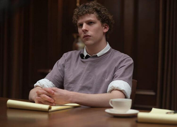 2010 年大衛芬奇導演以社群平台時事為主題的傳記電影《社群網戰》電影劇照。