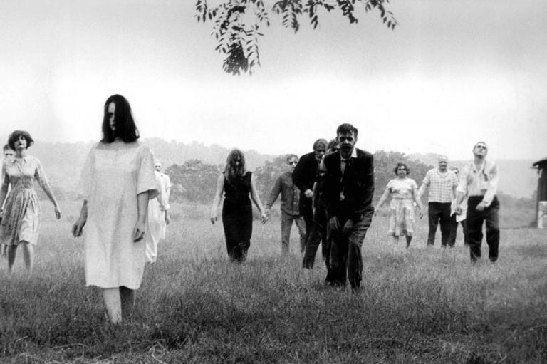 1968 年的經典恐怖電影《活死人之夜》,也成為這間高中成發舞台劇的來源之一。