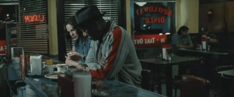 《火線追緝令》(Se7en) 裡的摩根費里曼 (Morgan Freeman) 與葛妮絲派特洛 (Gwyneth Paltrow) 。