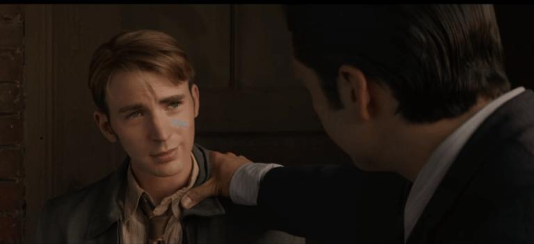 《美國隊長》(Captain America: The First Avenger) 裡的史蒂夫羅傑斯 (Steve Rogers) 。