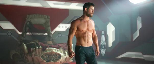 克里斯漢斯沃 (Chris Hemsworth) 飾演雷神索爾。