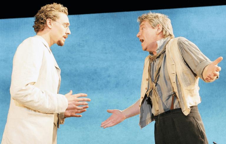 在舞台劇《伊凡諾夫》共演的湯姆希德斯頓(左)與肯尼斯布萊納(右)。