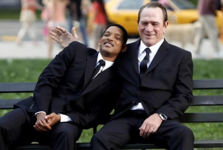 湯米李瓊斯 (Tommy Lee Jones) 與威爾史密斯 (Will Smith) 哥倆好。