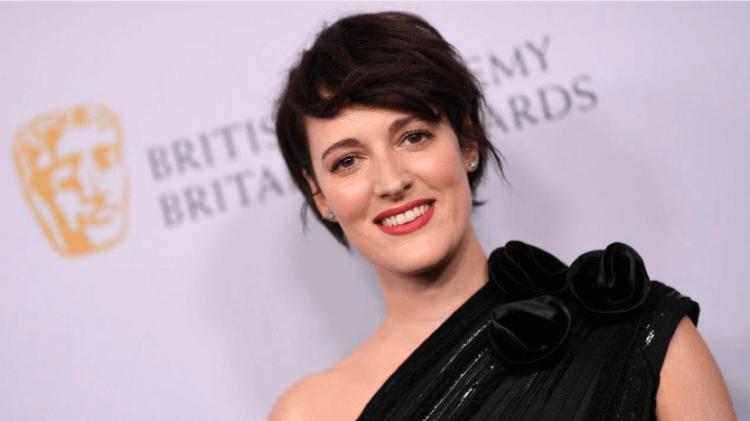 曾受艾美獎肯定的菲比沃勒布里奇 (Phoebe Waller-Bridge) 也參與《007:生死交戰》的製作,協助潤飾台詞。