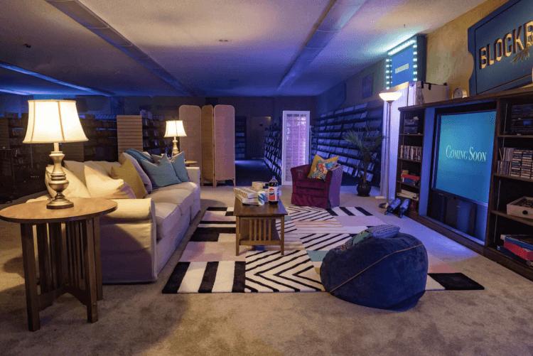 日前百視達與 Airbnb 合作,在下個月限定 3 天推出住宿活動,只要支付 4 塊美元就能入住 4 人房,享受包場看片到天亮的樂趣。