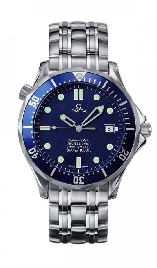 從 Rolex 到 OMEGA,那些 007 特務戴過的最佳腕錶們:皮爾斯布洛斯南飾演的詹姆士龐德,都配戴 OMEGA 海馬潛水錶。