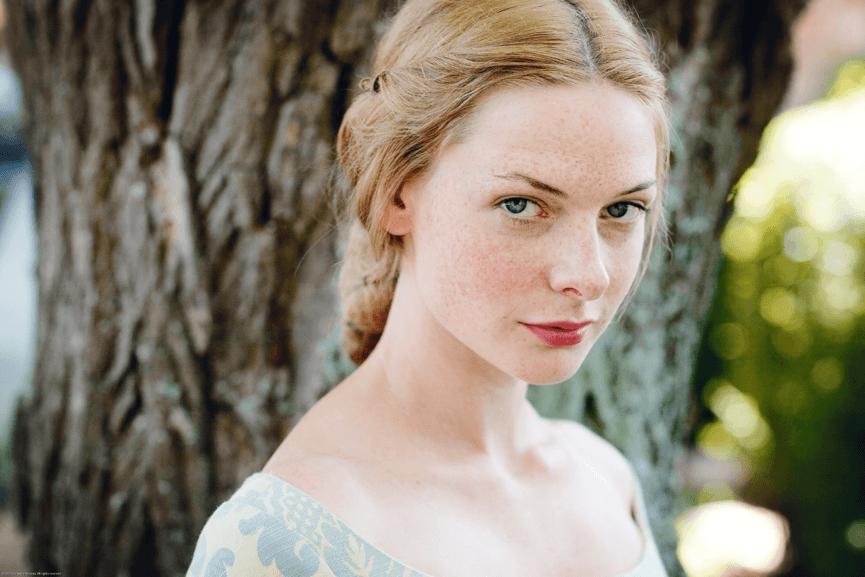 蕾貝卡弗格森 在影集《 白王后 》中的造型。